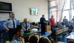 Флуоресцентни елечиња за безбеден сообраќајот на штитениците на Заводот за рехабилитација на деца со оштетен слух