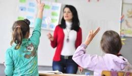 Се покачуваат платите на вработените во образованието