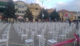 Митинг по ковид протокол-СДСМ ги нареди столчињата за вечерашните митингаши